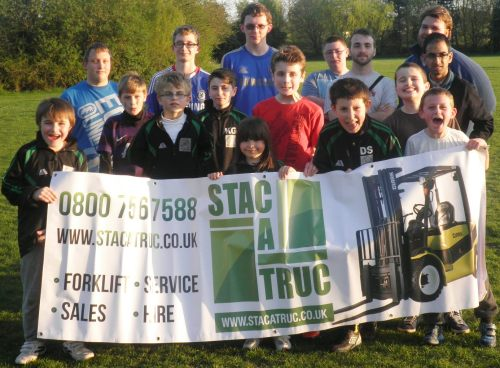 9.4.2014 BG Valiants at training with the stac-a-truc banner