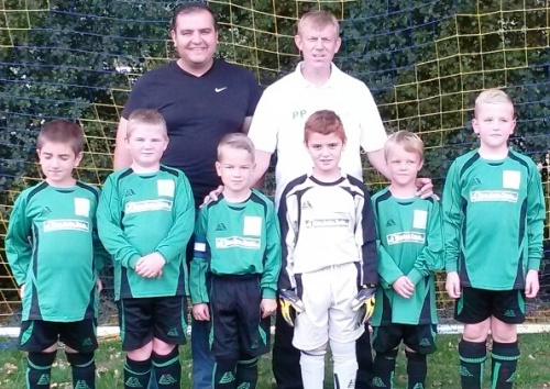 Khaled of sponsors Key Auto Trade and manager Pat with the Under 8s at Biddenden