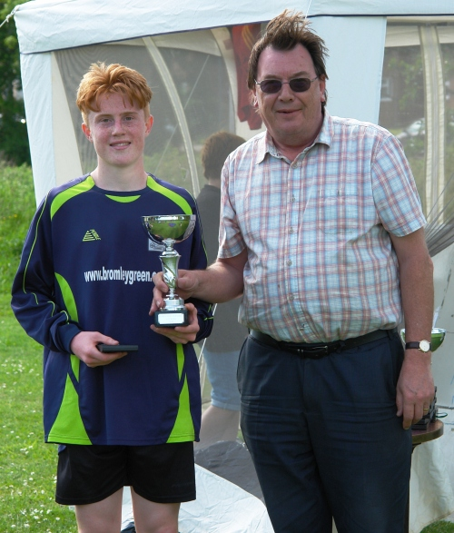 Stan presents James with the U16s winners trophy