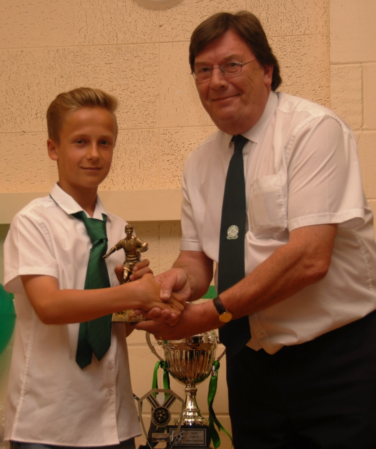 U13s ADYL MIP Jakub Grynko receives his award from Stan Donald