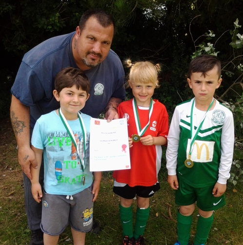 Thomas and the U7s with Player of the Tournament Lilly